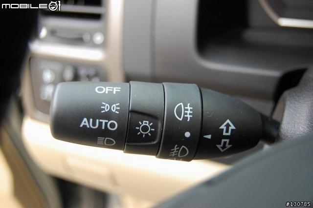 大灯小灯雾灯开关,有auto模式,还有后雾灯