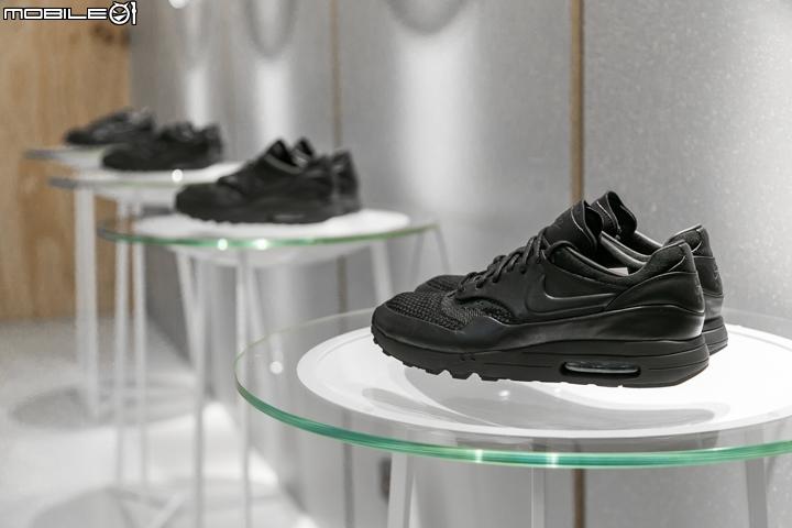c97fa413a9d6c 以上就是這次的專訪內容,相信可以為各位喜愛鞋子的朋友帶來了許多不同思考方向,而這款NIKELAB AIR MAX 1 ULTRA 2.0 FK X  ARTHUR HUANG的發售建議可以上Nike ...