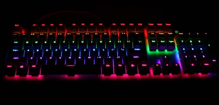 銀白炫麗 i-Rocks K60M《分行背光》RGB機械式鍵盤 開箱體驗 - 19