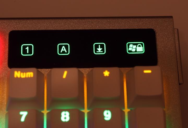 銀白炫麗 i-Rocks K60M《分行背光》RGB機械式鍵盤 開箱體驗 - 16