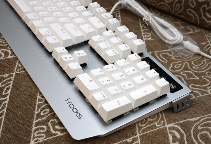 銀白炫麗 i-Rocks K60M《分行背光》RGB機械式鍵盤 開箱體驗 - 9