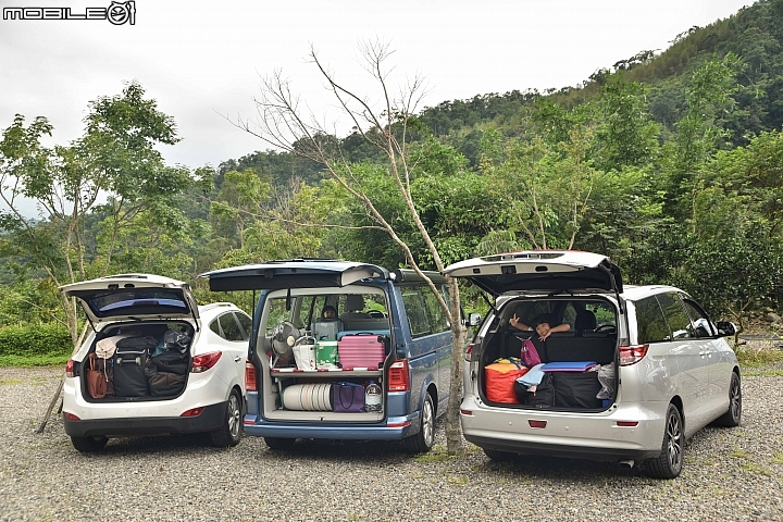 Hyundai ix35(左)、VW California Beach(中)、Toyota Previa(右)