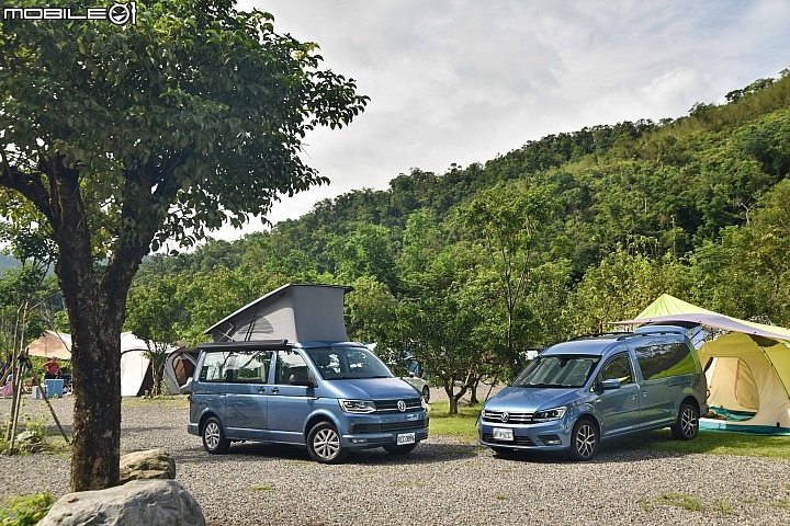 VW California Beach (左) 與Caddy Maxi (右)合照