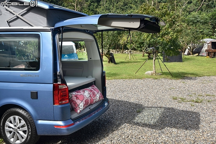 VW California Beach 尾門寬、高達到1438x1262mm