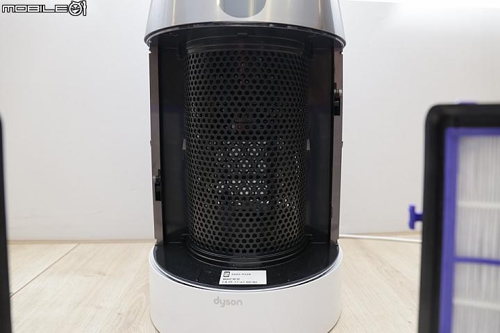 新一代的 Dyson 智慧空氣清淨機除了濾網上做了強化外,在機身內的進氣孔也變更多更滿,讓淨化效果能夠更好。