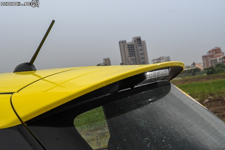 Suzuki Swift Sport-後擾流翼是專屬套件之一
