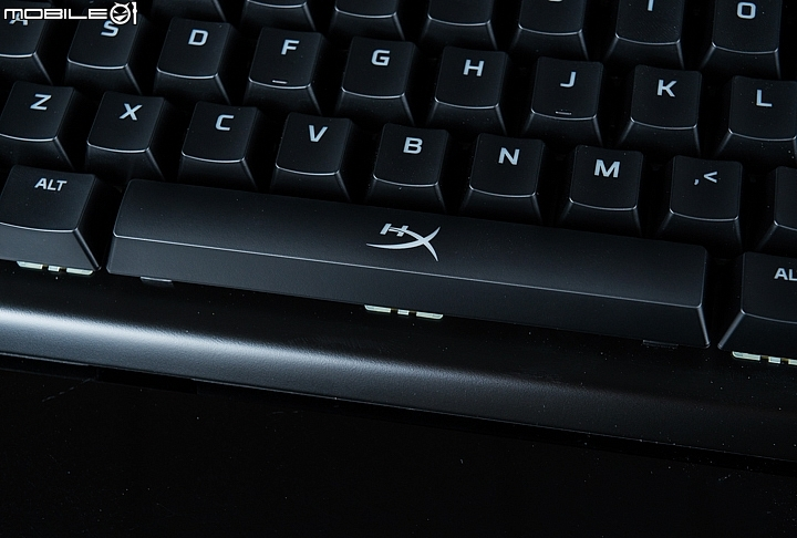 HyperX ALLOY Elite RGB機械式鍵盤 空白鍵也特別加入了HX字樣