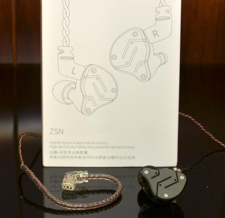推薦千元以內的耳機 ~《 KZ ZSN-HIFI 圈鐵入耳式耳機 》
