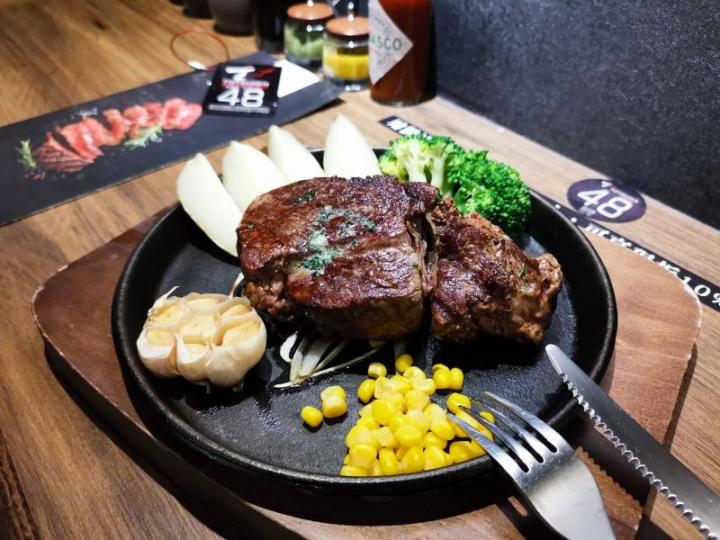 Totsuzen Steak 現切現煎以克計價濕式熟成牛排:極具CP值的選擇