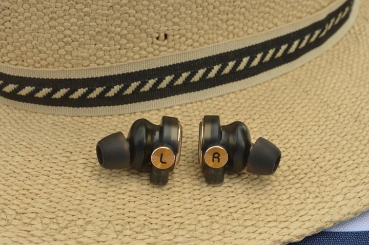 《 UiiSii BA-T9 Hi-Fi 混合三單體圈鐵耳機 》讓音樂の穿透力更強富層次