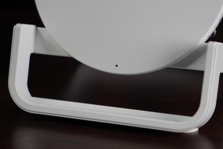 「Belkin Boost Up Stand 無線充電桌架 - 7.5W/10W」:直橫隨放隨心所欲/享受更快的無線充電生活