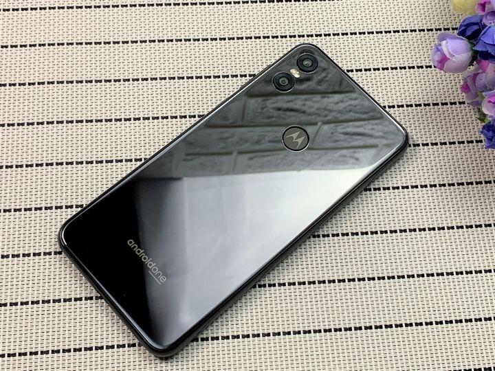 Moto one功能完整荷包省:快充/ NFC/ 杜比音效/雙鏡頭/Google防護手機安全無死角