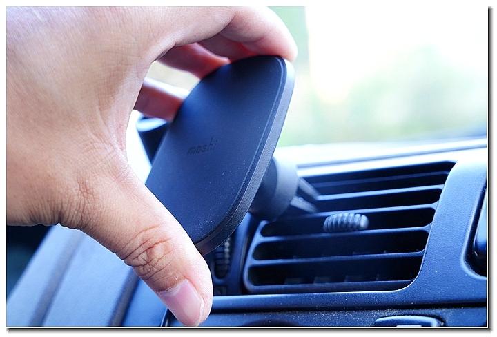 MOSHI SNAPTO 磁吸無線充電架,給你行車方便又安全的手機充電新選擇 - 41