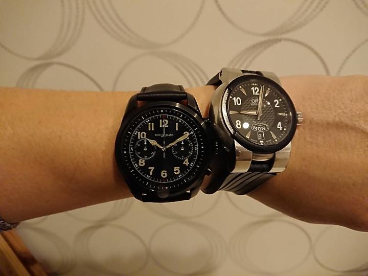 過年前買新手錶萬寶龍 MONTBLANC-SUMMIT 2 智能腕錶 S2T18 - 14