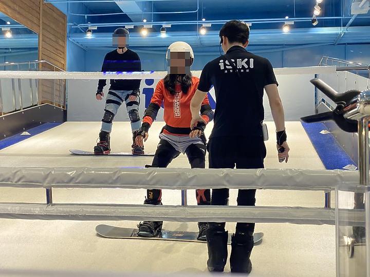內湖 iSKI 滑雪俱樂部 台北滑雪中毒者的練習好去處