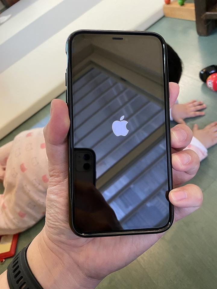 保護心愛的iPhone? 交給hoda藍寶石3D幻影螢幕保護貼與Mous英國防摔殼 瞻前又顧後提供最頂級防護 - 9