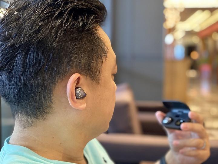 OMIX Y9真無線半入耳式觸控藍牙耳機 絡達藍牙5.0晶片搭配絕佳金屬質感外型