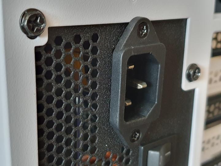 多重安全設計的平價電源供應器,Enermax銅之刃500W開箱試用