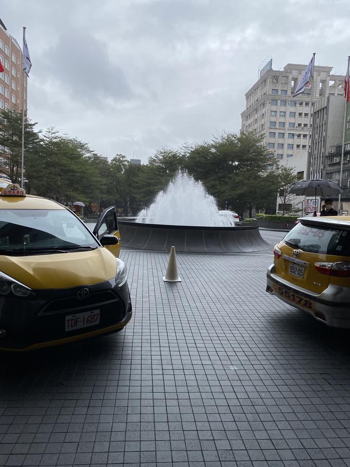 <跟著蛤仔肉去旅行> 認識了近三十年卻首次入住的台北晶華酒店