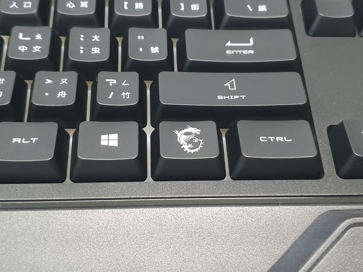 平價也能享受電競滋味,MSI VIGOR GK20電競鍵盤和Clutch GM08電競滑鼠開箱體驗