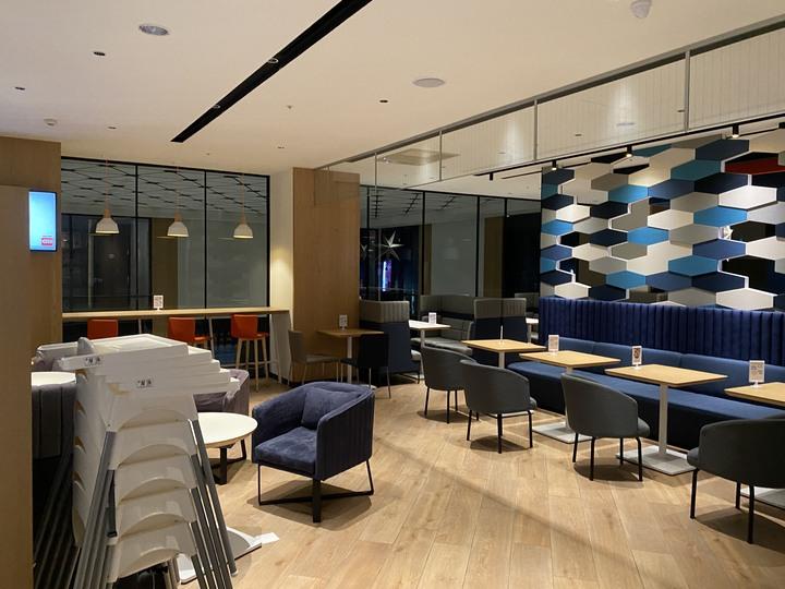 <帶著小惡魔去旅行> 設計新穎的新飯店 - 嘉義智選假日飯店 -