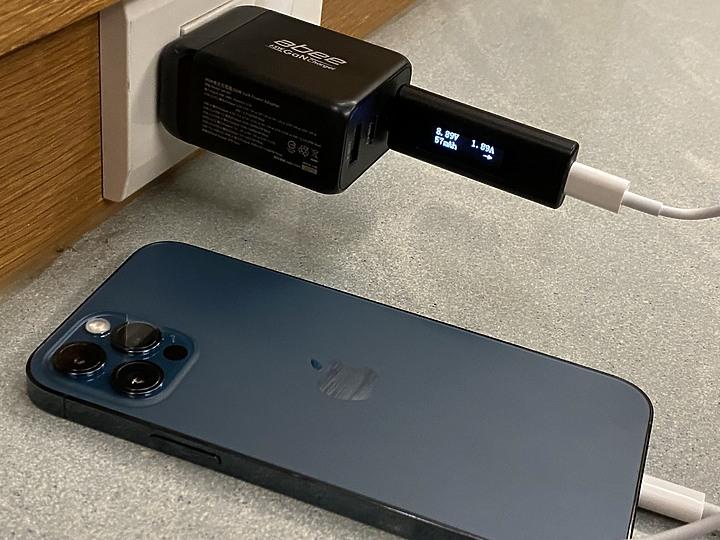 快譯通abee 氮化鎵65W迷你3孔快充 iphone 12, Switch, 筆電, type C....8828