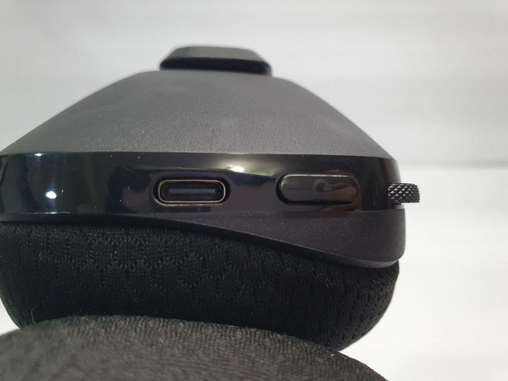 配戴輕盈舒適,音質無與倫比,羅技 G733 無線RGB炫光電競耳麥開箱試用