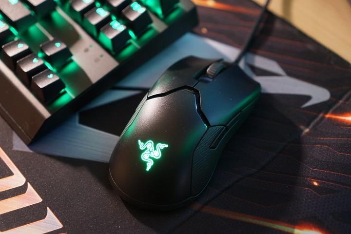 [開箱] Razer Viper 8KHz 毒蝰電競滑鼠 輕量精準 8倍輪詢率