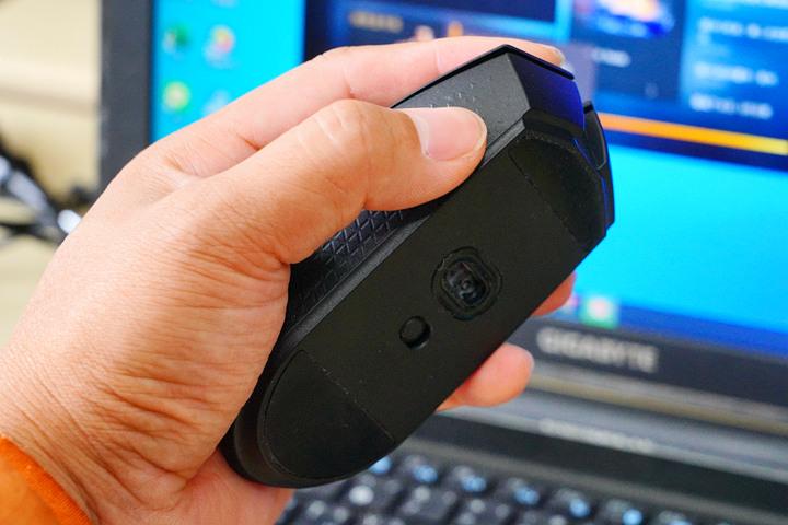 體驗無拘無束的流暢感,Corsair Katar Pro Wireless 無線電競滑...710