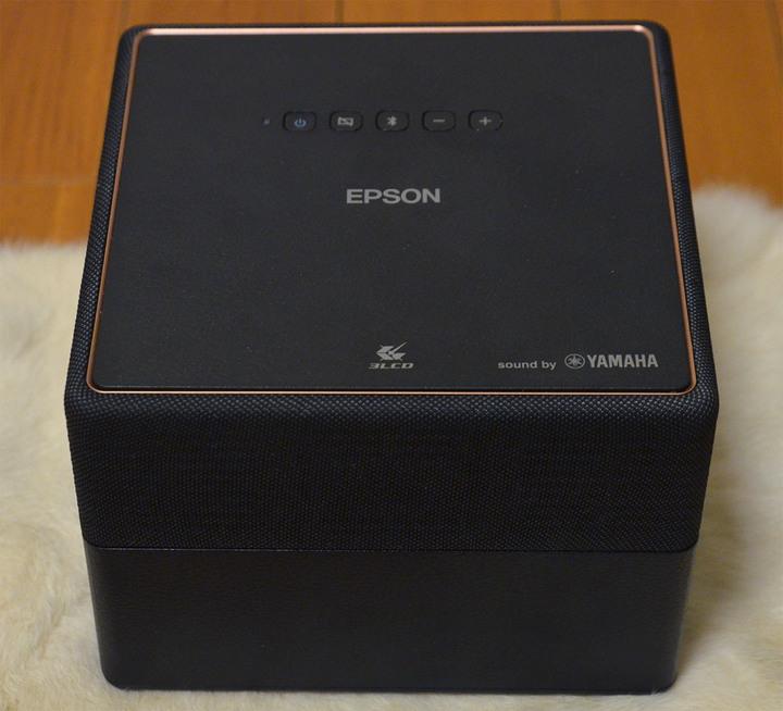 EPSON EpiqVision Mini EF-12 迷你雷射投影機 讓 宅在家裡也不無聊