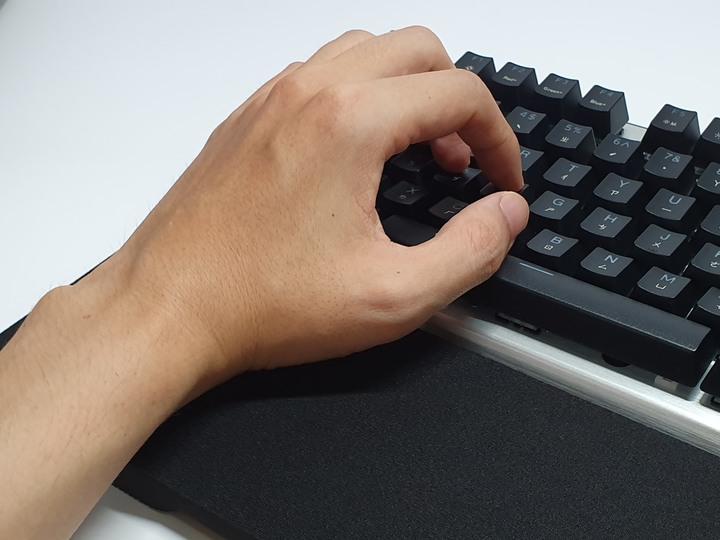 光軸在手,勝局在我,Cooler Master CK351電競機械鍵盤開箱試用