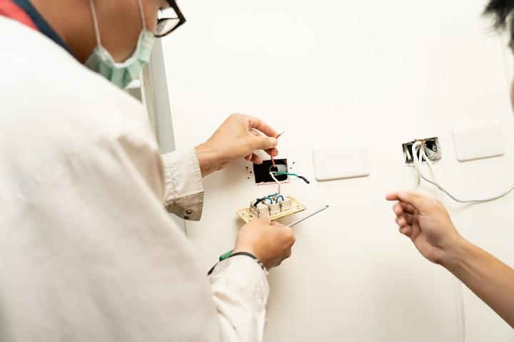 WIRECARE 老化插座偵測器 開箱和原理解析