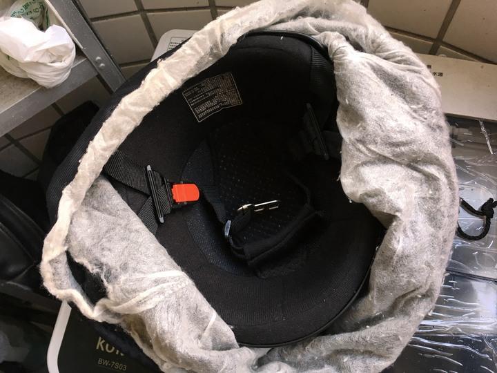 [常見的機車誤區] 安全帽算是貼身衣物 用頭巾或洗一下吧156