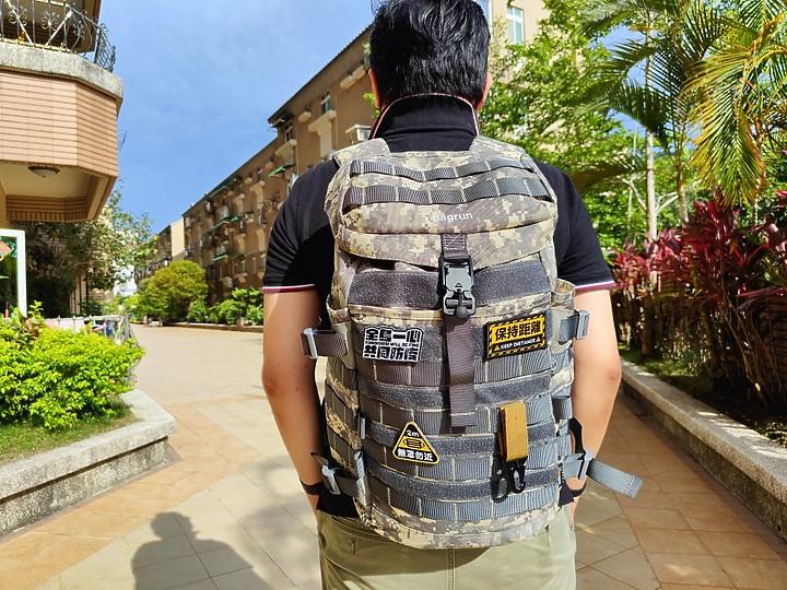 同島一心 共同防疫|暮色迷彩 bagrun 都會玩家瞬開翻蓋後背包