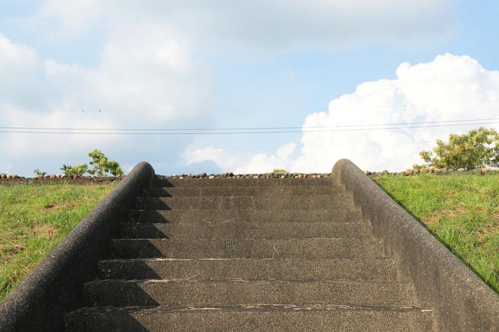 微解封-S步道|南投|貓羅溪自行車步道|溪畔涼行情人拱橋|南投市