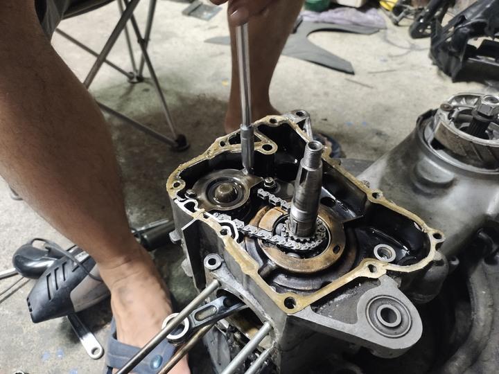 教父親如何拆裝機車引擎(車種-三陽-舊迪爵125)(2021/09)8845