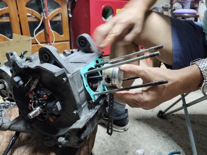 教父親如何拆裝機車引擎(車種-三陽-舊迪爵125)(2021/09)7344