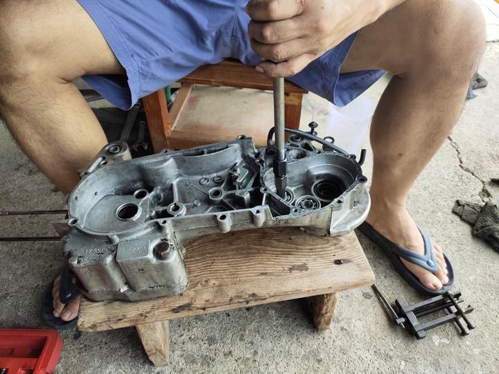 教父親如何拆裝機車引擎(車種-三陽-舊迪爵125)(2021/09)7541